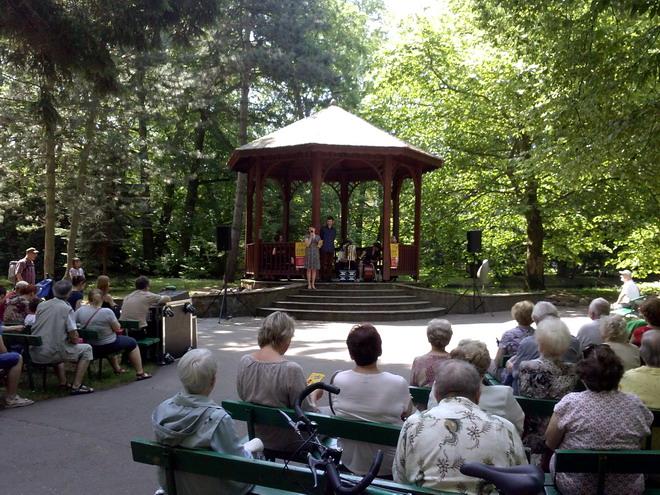 Muzyka klasyczna, nostalgiczna, piosenki z kabaretu. Koncerty w altanie w oliwskim parku