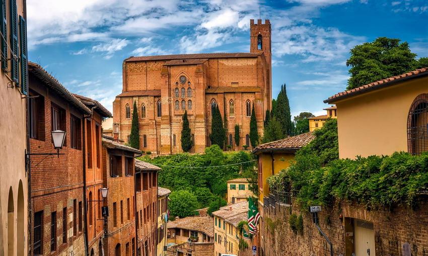 Skąd pochodzi siena palona? O architekturze włoskiego miasta opowie w IKM dr Jacek Bielak