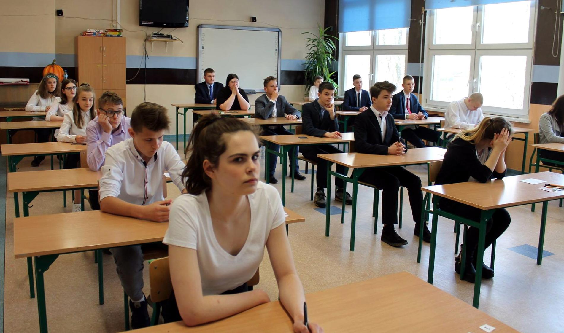 Wczoraj część matematyczno-przyrodnicza, dziś języki obce. Ostatni dzień egzaminów gimnazjalnych. Trzymamy kciuki!