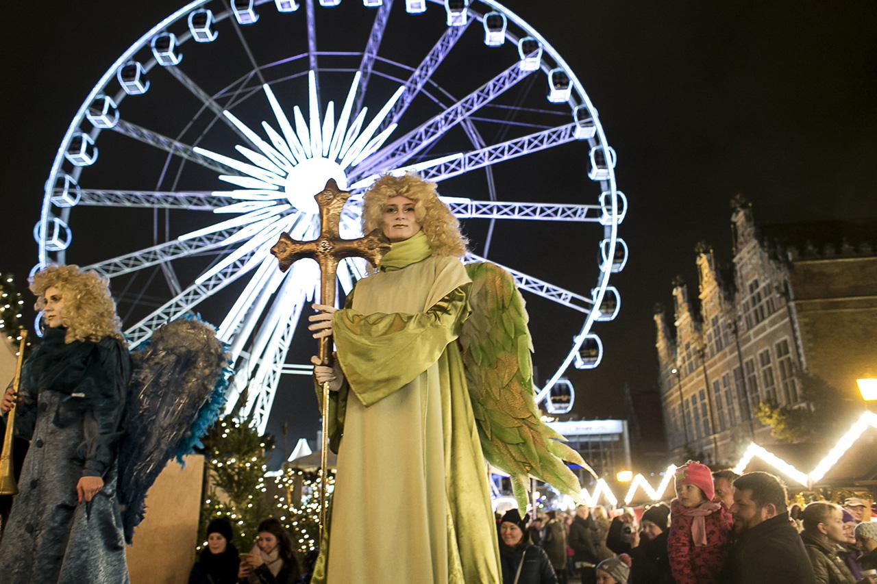 Łoś Lucek, lodowa zjeżdżalnia i świąteczne przysmaki. Rusza Jarmark Bożonarodzeniowy z kołem widokowym w tle