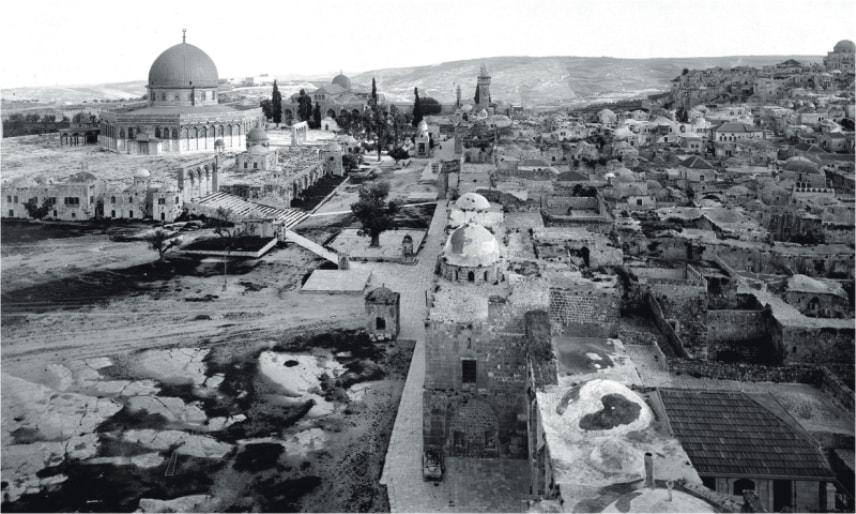 Miasto, które oparło się działaniom ludzi i czasu. Jerozolima utrwalona na czarno-białych fotografiach