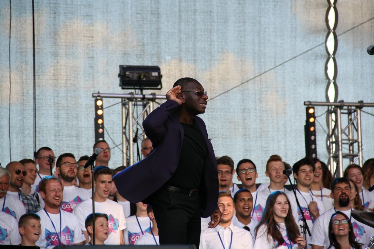 Gospel porywa radością płynącą z muzyki. Warsztaty wokalne, koncerty i… modlitwa w Gniewie