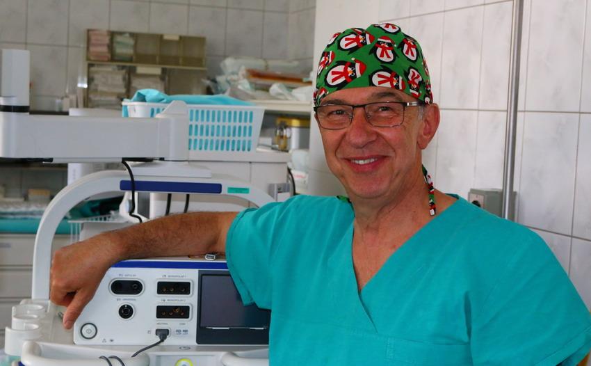 """Dr Krzysztof Szkarłat: """"Badanie per rectum nie jest wstydliwe, gdyż lepiej zapobiegać niż leczyć"""" [WYWIAD]"""