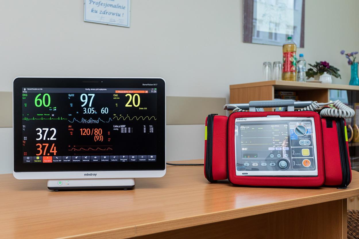 Szpital zakaźny w Gdańsku otrzymał nowy sprzęt medyczny. Chodzi o kardiomonitor i defibrylator