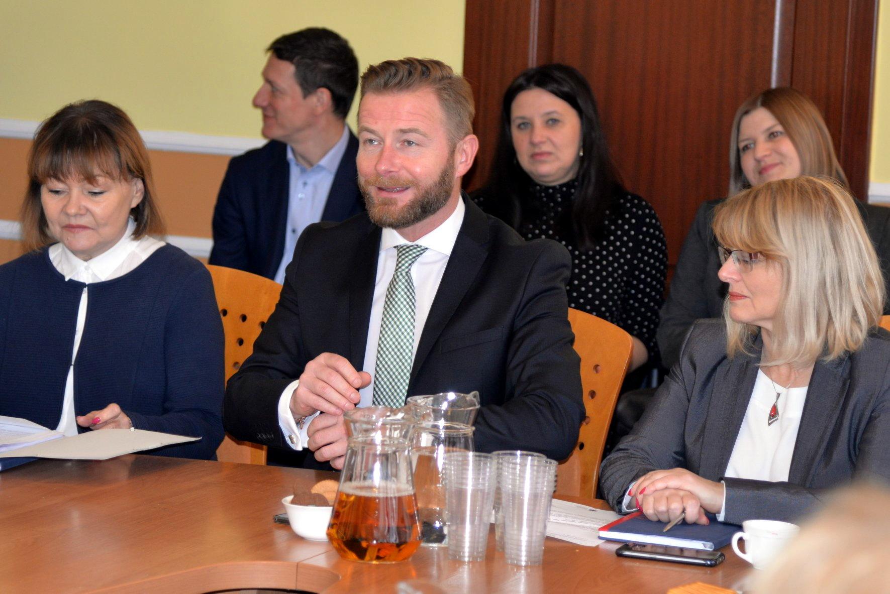 Jak zaktywizować bezrobotnych? Praca dla Pomorzan i 6 milionów złotych dla lokalnych urzędów pracy