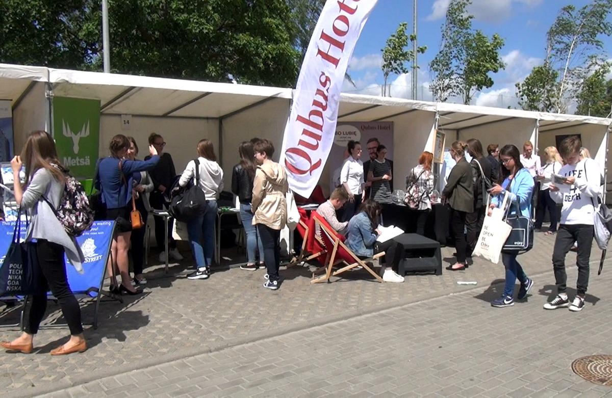 Tłumy na Letnich Targach Pracy Pomorza w Gdańsku. Najwięcej ofert w gastronomii i hotelarstwie