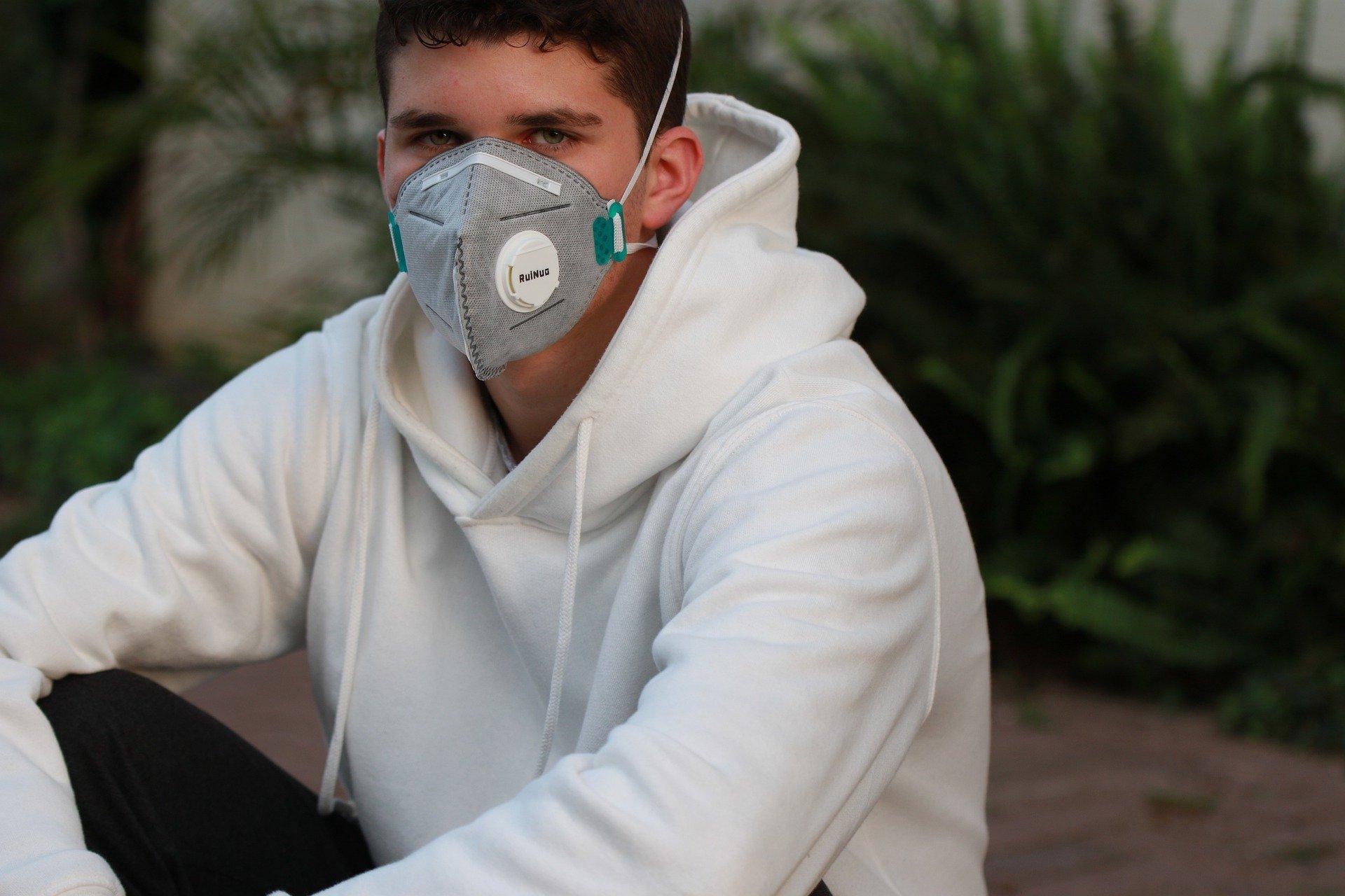 Obowiązkowe noszenie maseczek ochronnych w miejscach publicznych od czwartku. Będą wyjątki