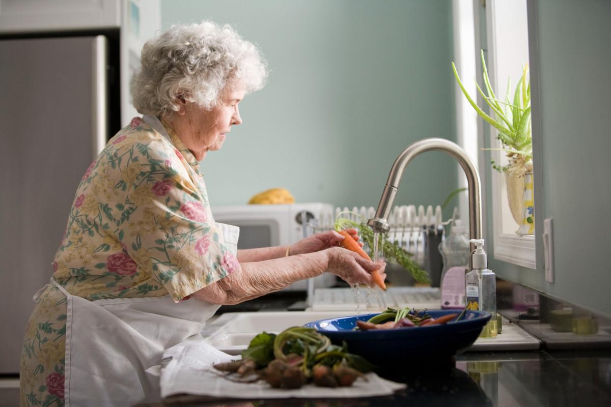 Znasz kogoś, kto pomaga seniorom w czasie epidemii i nie tylko? Zgłoś przyjaciela seniora do konkursu