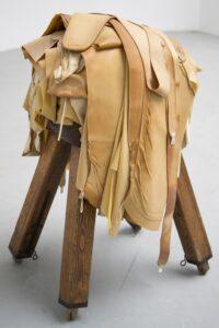 Hanna Nowicka-Grochal, Kozioł Ofiarny, 2015, edycja limitowana 1, praca unikatowa Depozyt Gdańskiej Kolekcji Sztuki Współczesnej w MNG,