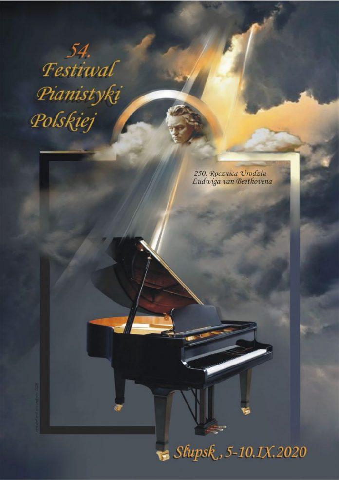 Promienie słońca zza chmur oświetlające głowę L. van Beethovena i fortepian.