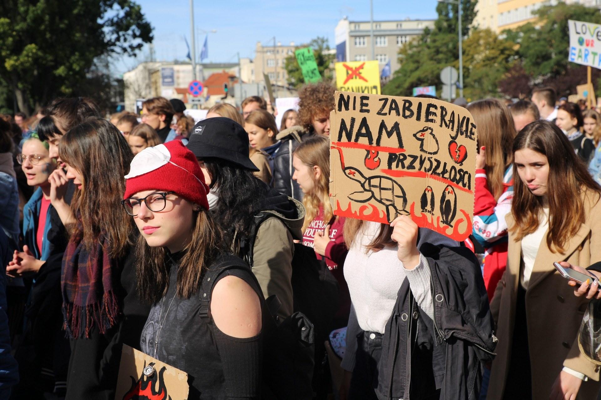 Młodzi na ulicach przeciwko zmianom klimatycznym. W południe wiec w Trójmieście