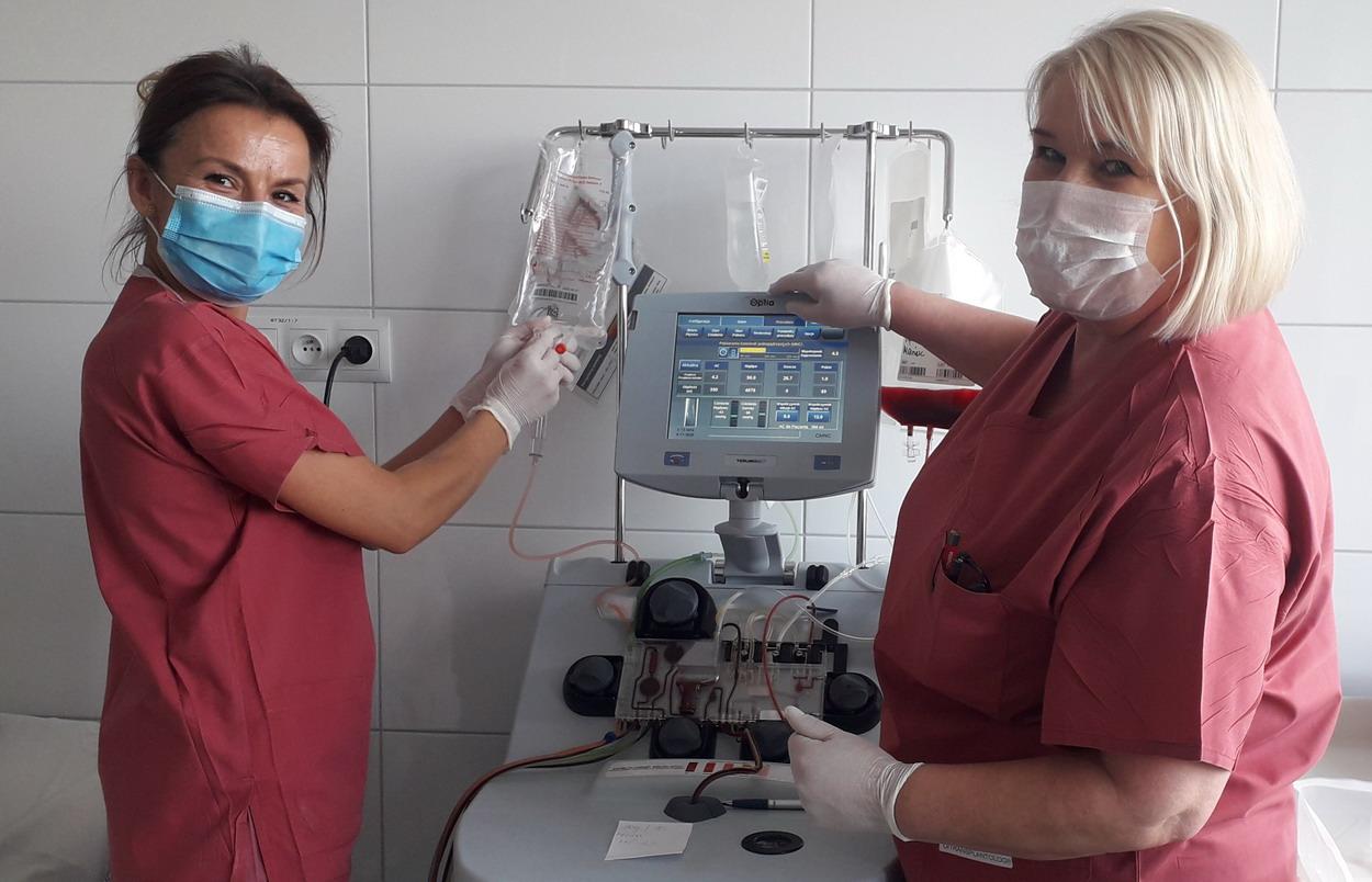 Dwie pielęgniarki i separator komórkowy