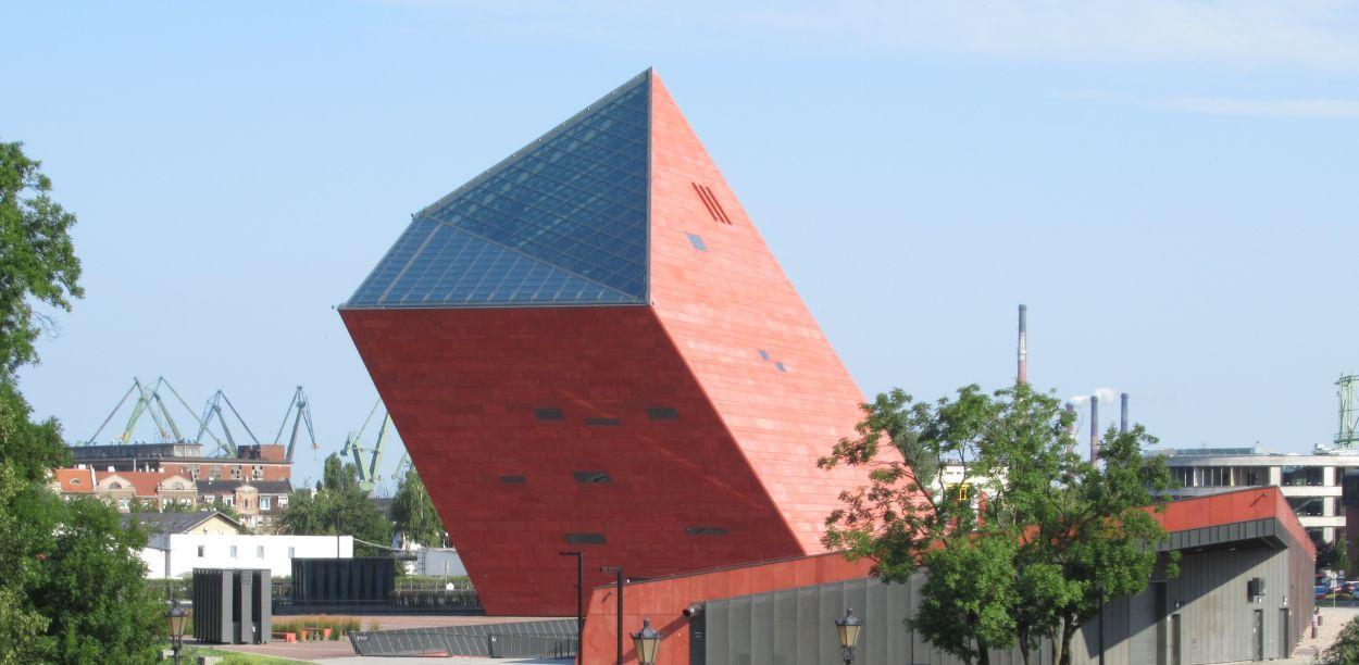 Nowy punkt drive thru w Gdańsku. Działa na parkingu Muzeum II Wojny Światowej