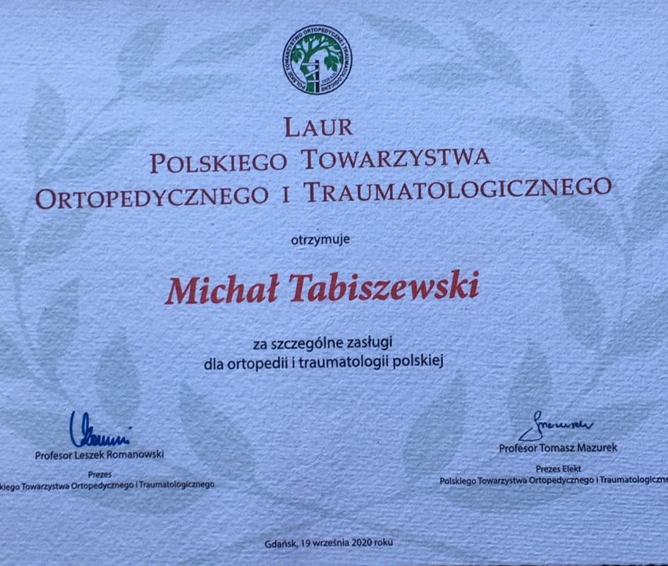 Tabliczka informująca o laurze ortopedii dla dr Michała Tabiszewskiego