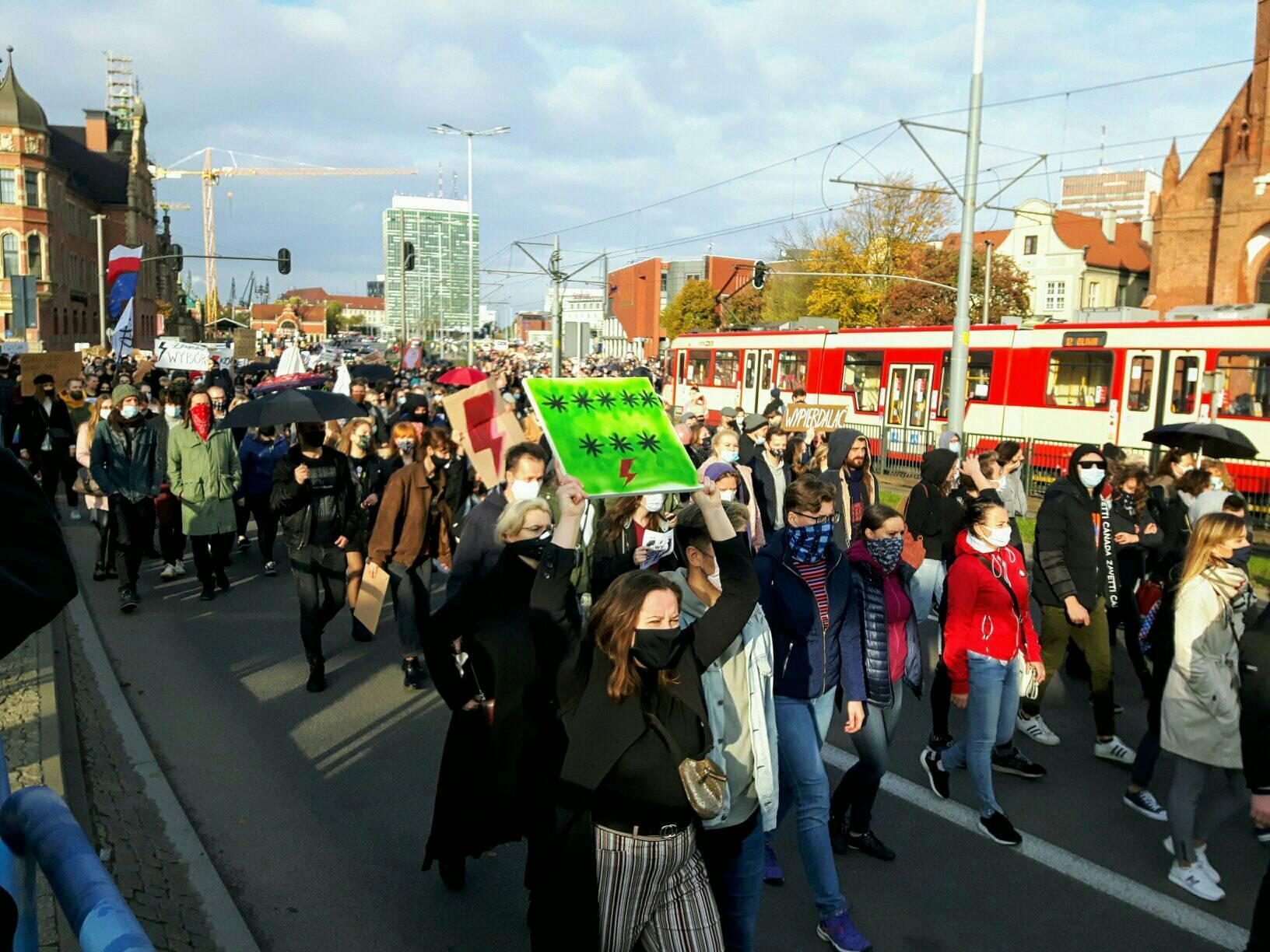 Mieszkańcy Pomorza wyszli na ulice po wyroku TK. Protesty w Trójmieście [AKTUALIZACJA]