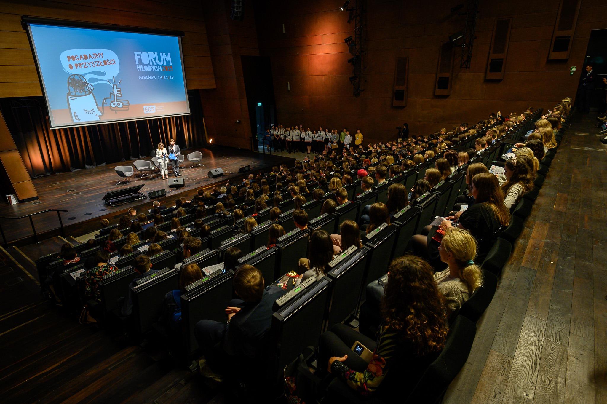 Forum Młodych w 2019 r. Sala plenarna w ECS