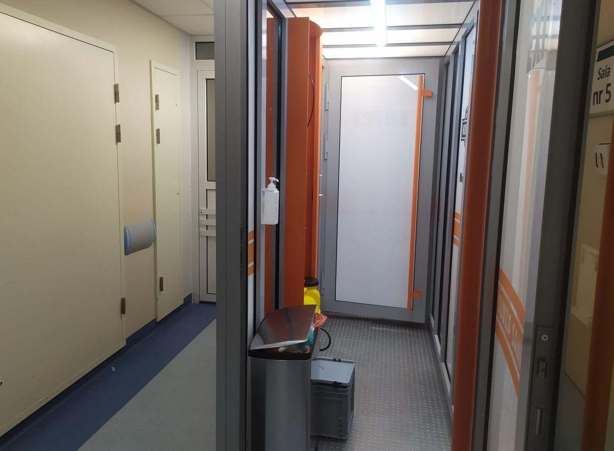 Kabina dekontaminacyjna w kościerskim szpitalu