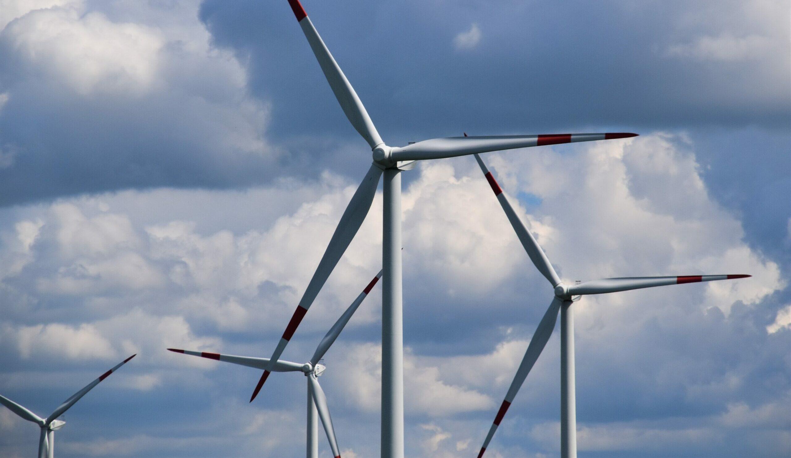 Morska energetyka wiatrowa to szansa na rozwój i zieloną rewolucję. Ale nadal brakuje przepisów