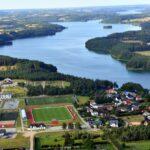 Widok na jezioro z lotu ptaka