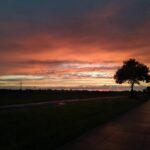 Zachód słońca na ścieżce rowerowej
