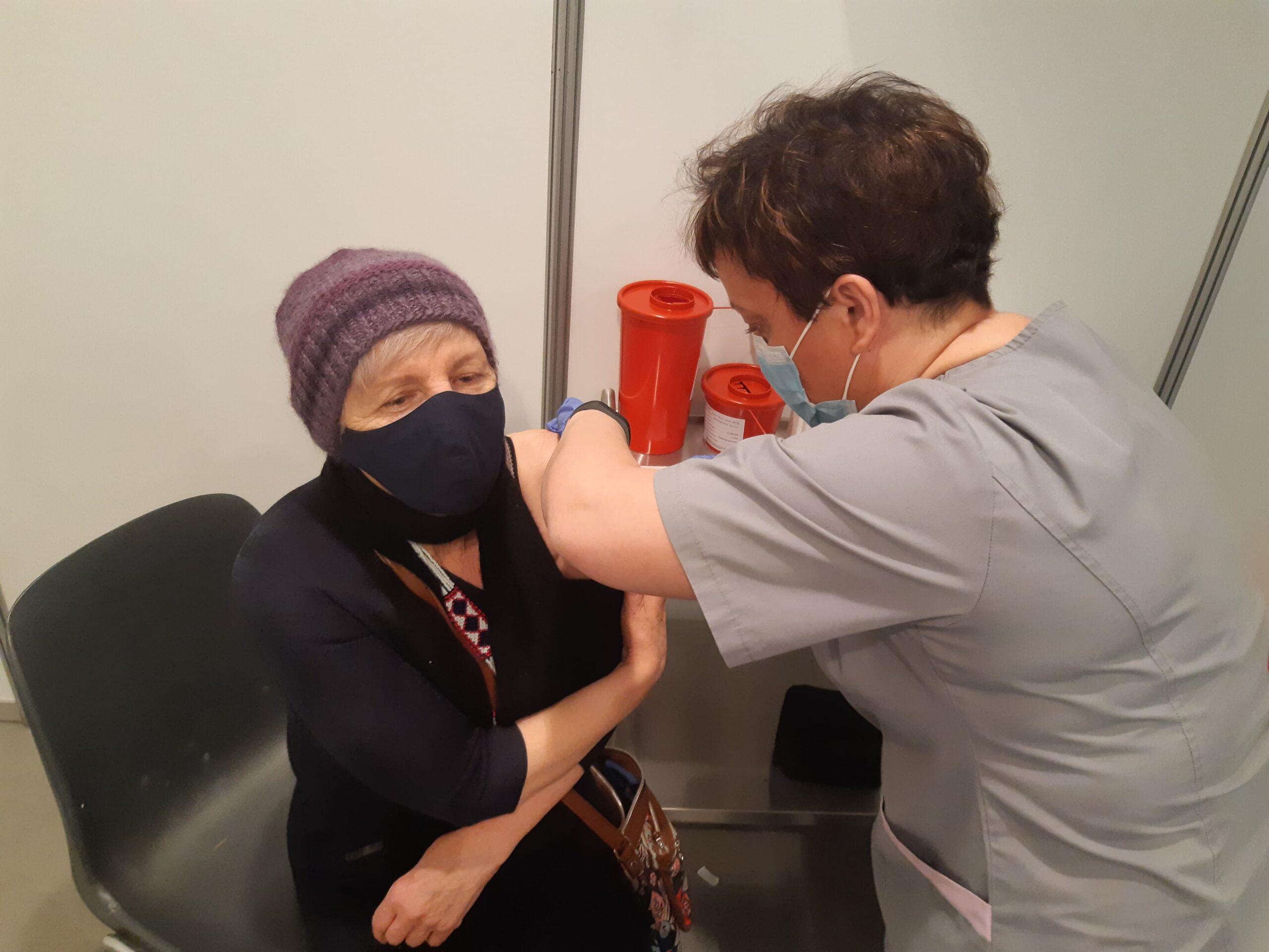 W AmberExpo ruszył punkt szczepień przeciwko COVID-19. Dziennie można zaszczepić 240 osób