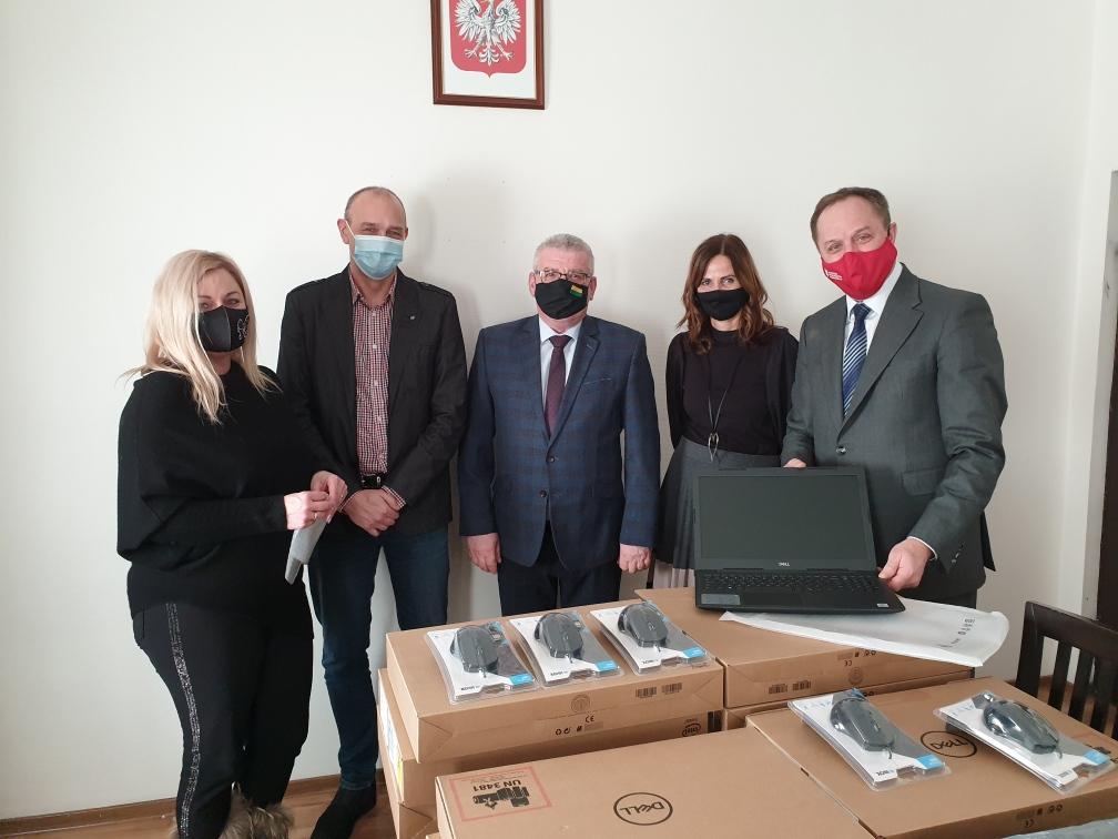 Uczniowie z gminy Lichnowy dostaną laptopy. Pomogą im w zdalnej nauce