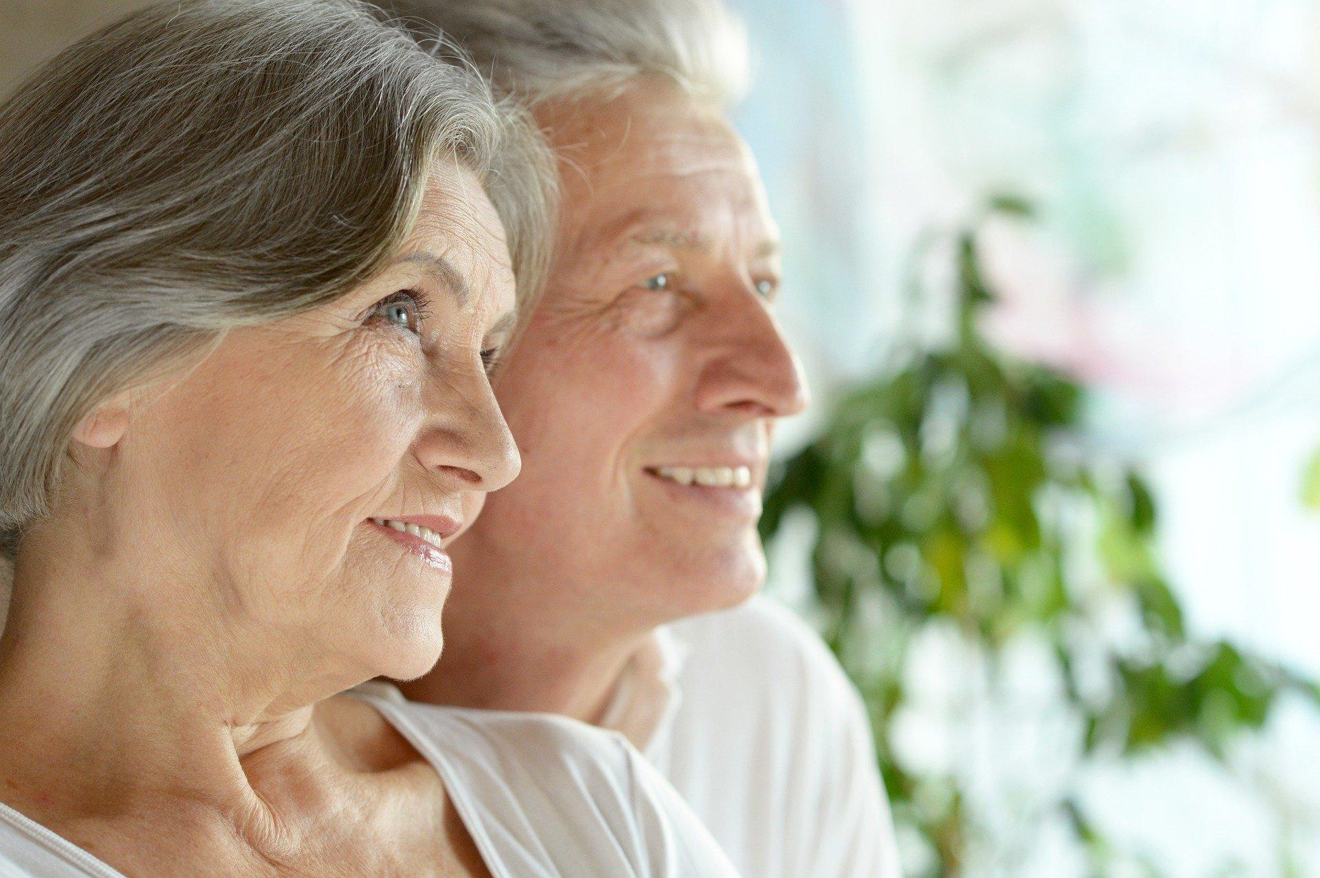 Na Pomorzu mamy więcej babć niż dziadków. Co jeszcze wiadomo o pomorskich seniorach? [INFOGRAFIKA]