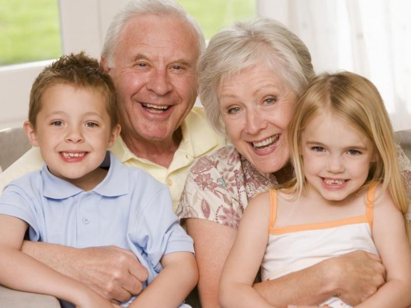 Przygotuj laurkę i złóż życzenia w sieci. Konkurs plastyczny z okazji Dni Babci i Dziadka