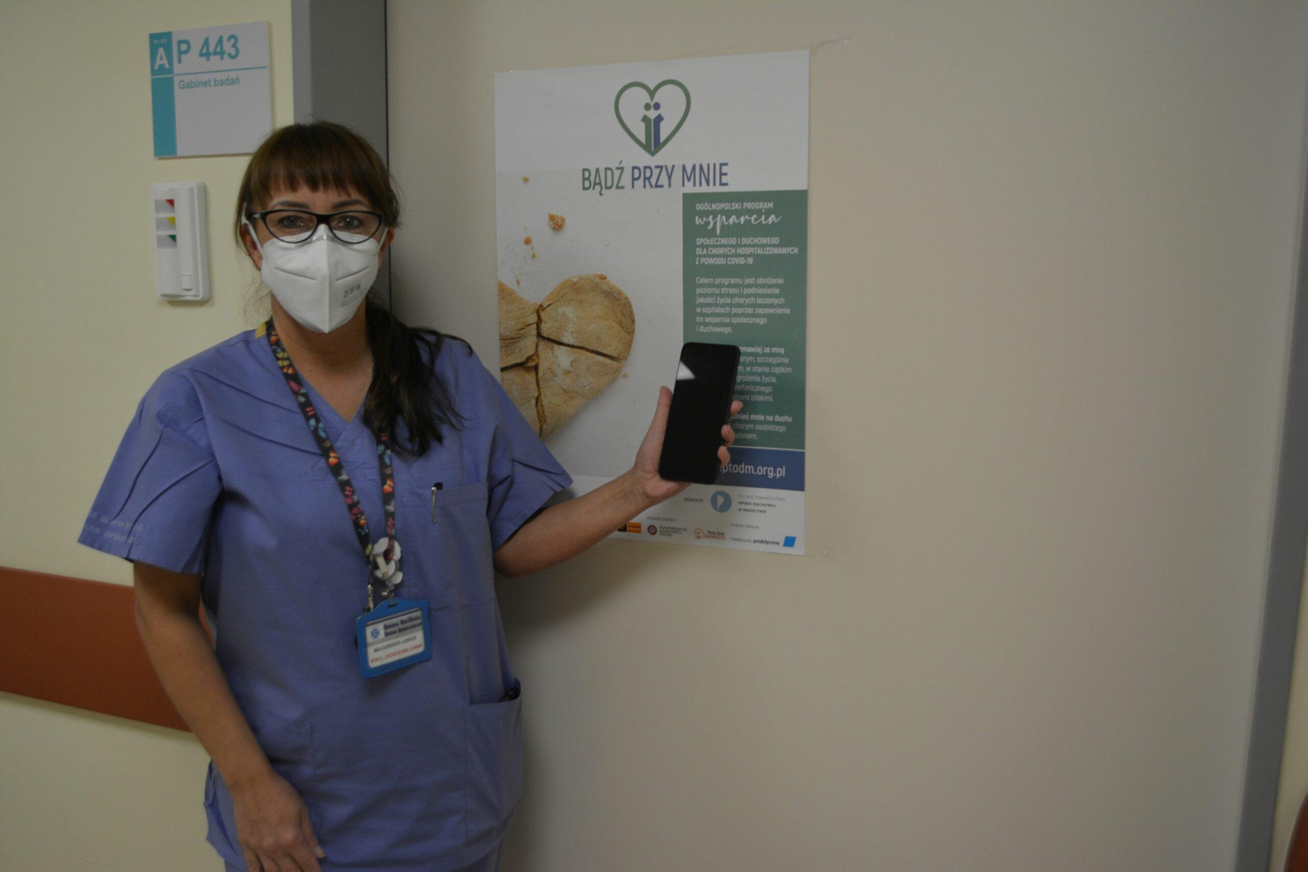 Specjalne telefony dla pacjentów covidowych w słupskim szpitalu. Pomogą w kontakcie z bliskimi