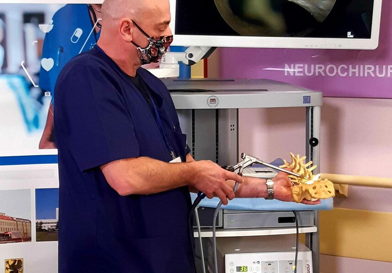 Szpital im. M. Kopernika ma nowy endoskop. To pierwszy taki sprzęt do zabiegów kręgosłupa w Gdańsku