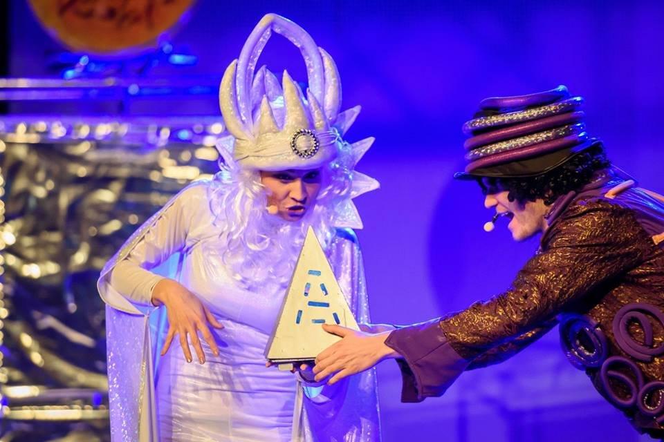 Scena ze spektaklu Kryształowa Królowa Śniegu