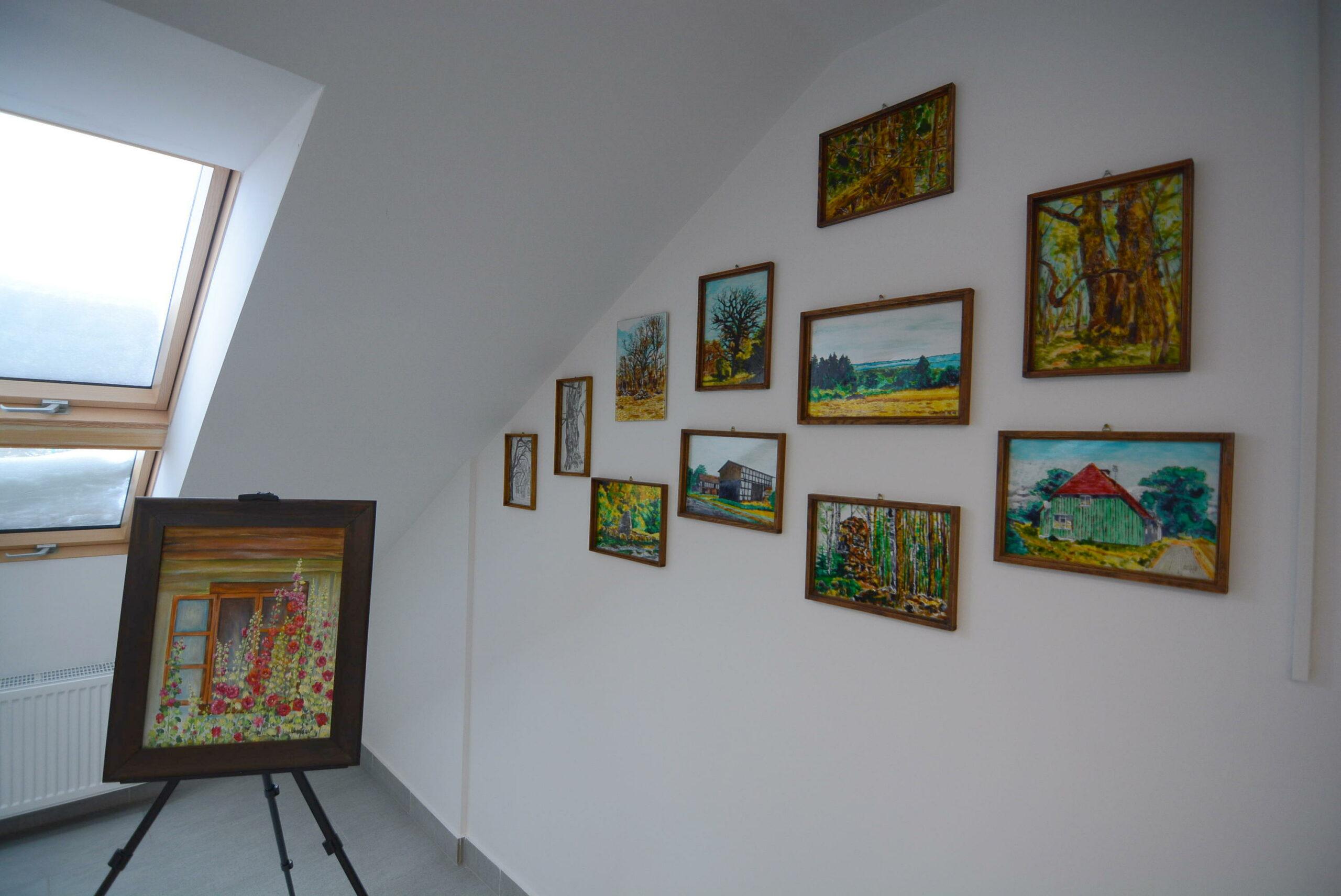 Sztuka na poddaszu. W nowej galerii w Widzinie można zobaczyć prace lokalnych twórców