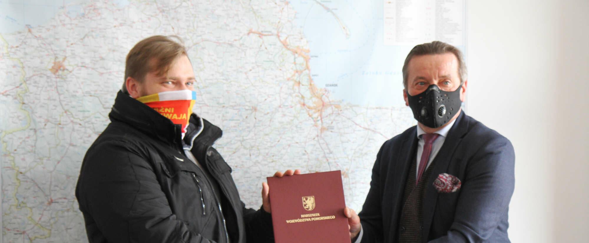 Mieszkaniec Gdyni z medalem marszałka za szczególne zasługi i postawę obywatelską. Uratował człowieka