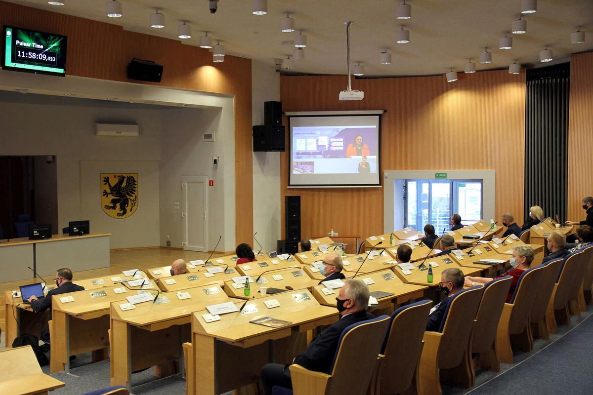 Konsultacje on-line z przedstawicielami Ministerstwa Funduszy i Polityki Regionalnej ws. podziału funduszy unijnych. Fot. Aleksander Olszak