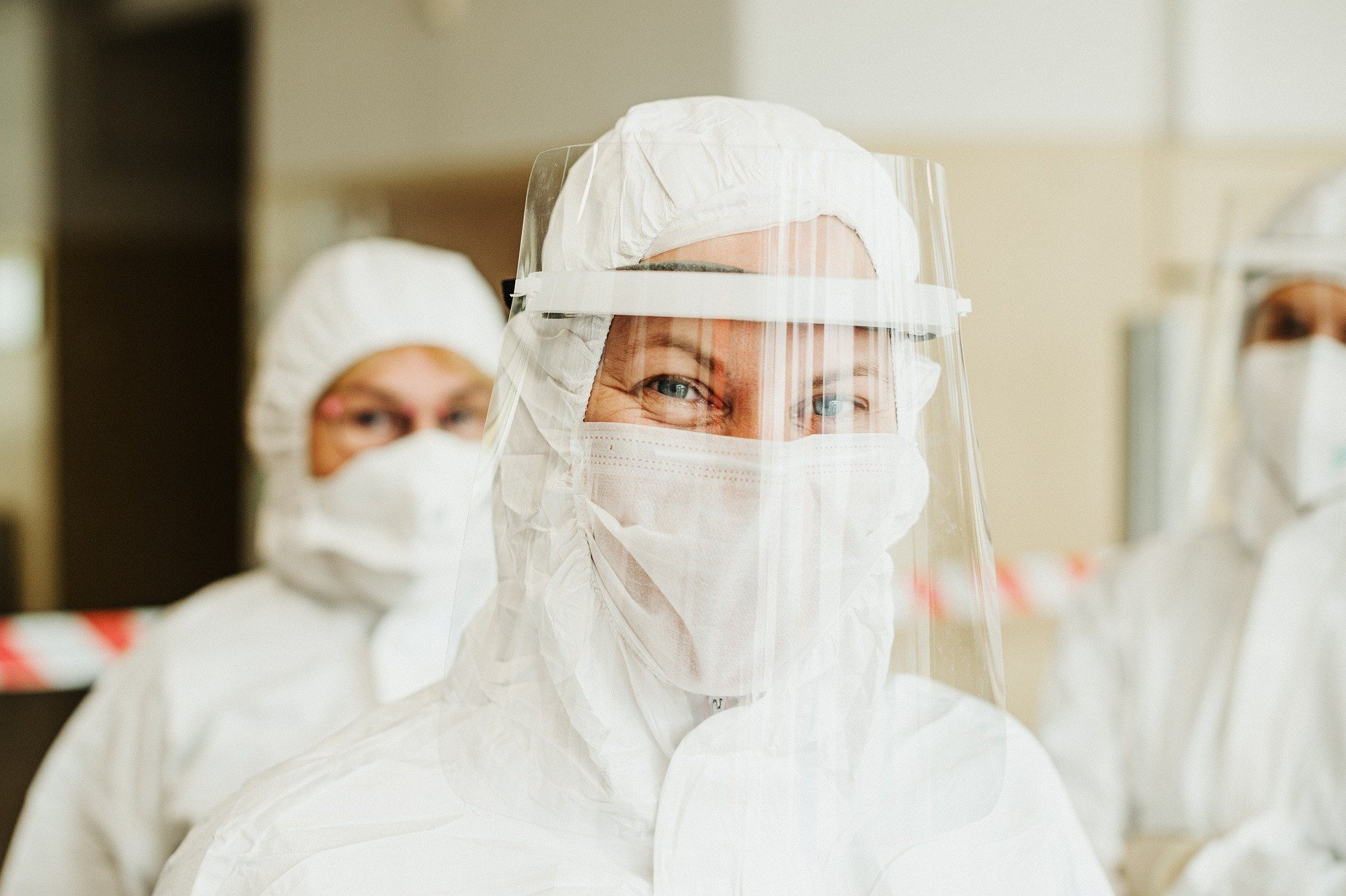 Koronawirus w Polsce jest już od roku. Pandemia w odwrocie czy przed nami trzecia fala?