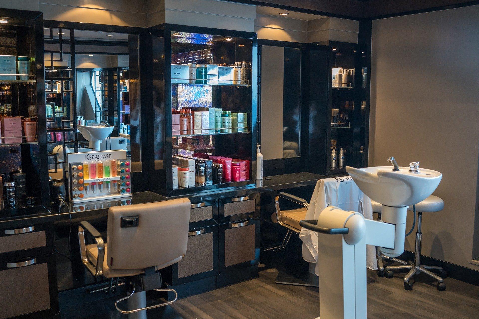 Nowe restrykcje od 27 marca. Zamknięte m.in. żłobki, duże sklepy i usługi fryzjerskie