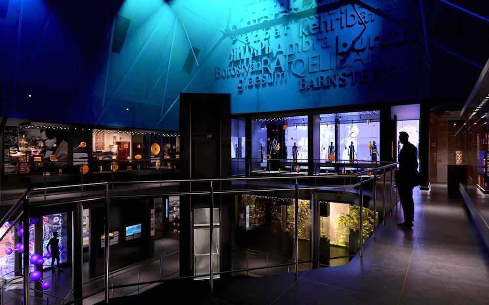 Widok na nowoczesne wnętrza w nowej siedzibie Muzeum Bursztynu