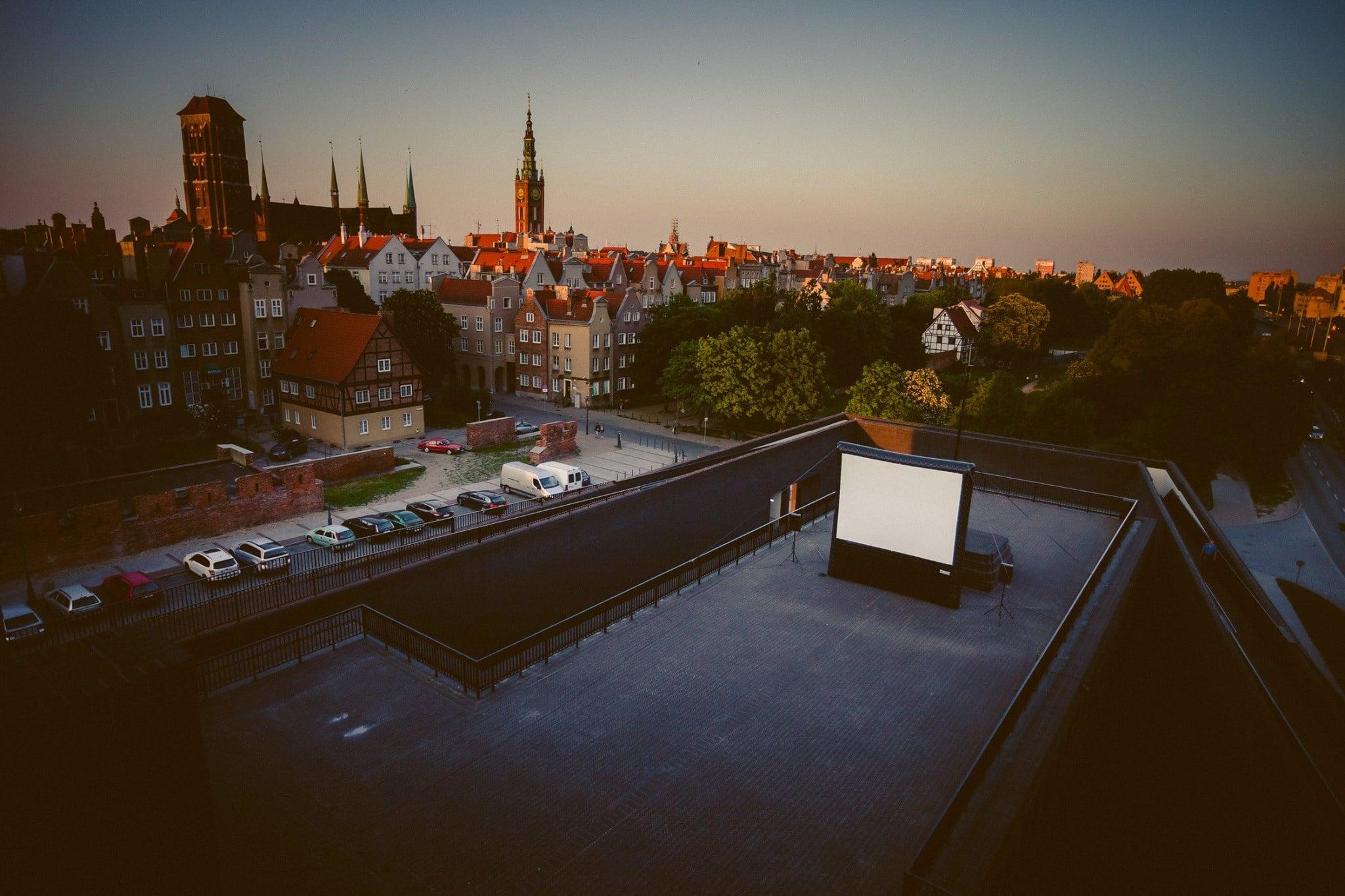 Jedyne takie kino w Polsce. Letnie seanse na dachu Szekspirowskiego już od środy