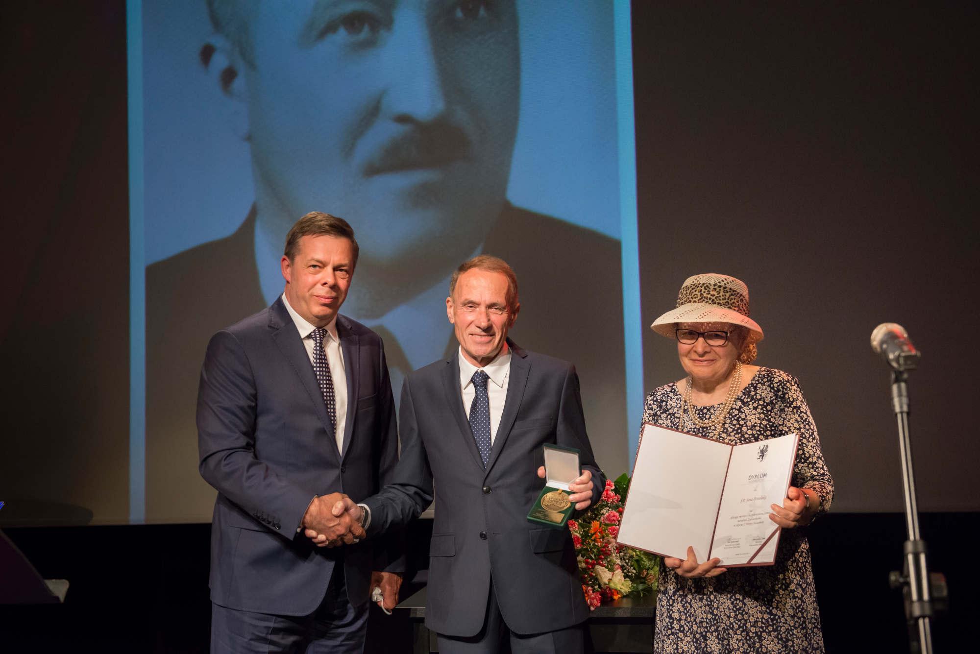 Mieszkaniec Słupska odznaczony medalem Sprawiedliwy Wśród Narodów Świata. Uratował żydowską rodzinę