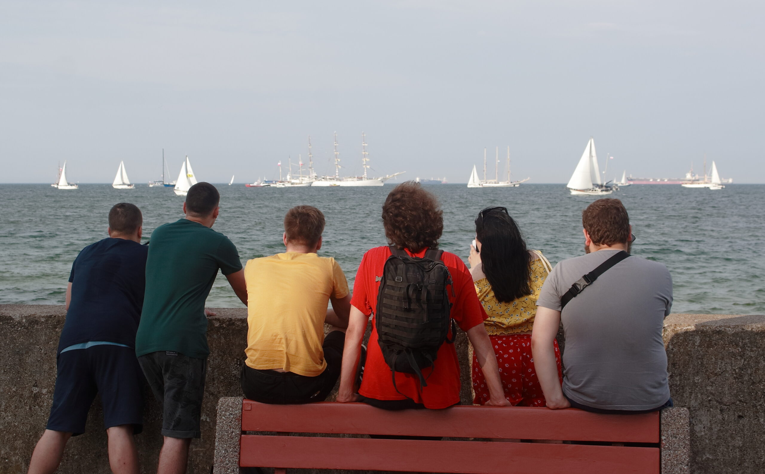 Białe żagle na Zatoce. Ponad 60 jachtów i żaglowców przepłynie z Gdyni do Gdańska