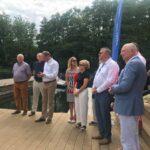 Uczestnicy wodowania łódek nad jeziorem Brodno Wielkie Fot. Katarzyna Piotrowska-Turnowiecka