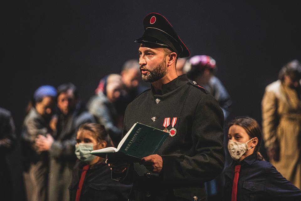 """""""Fidelio"""" – opowieść o miłości, poświęceniu i wolności. Premiera w Operze Bałtyckiej"""