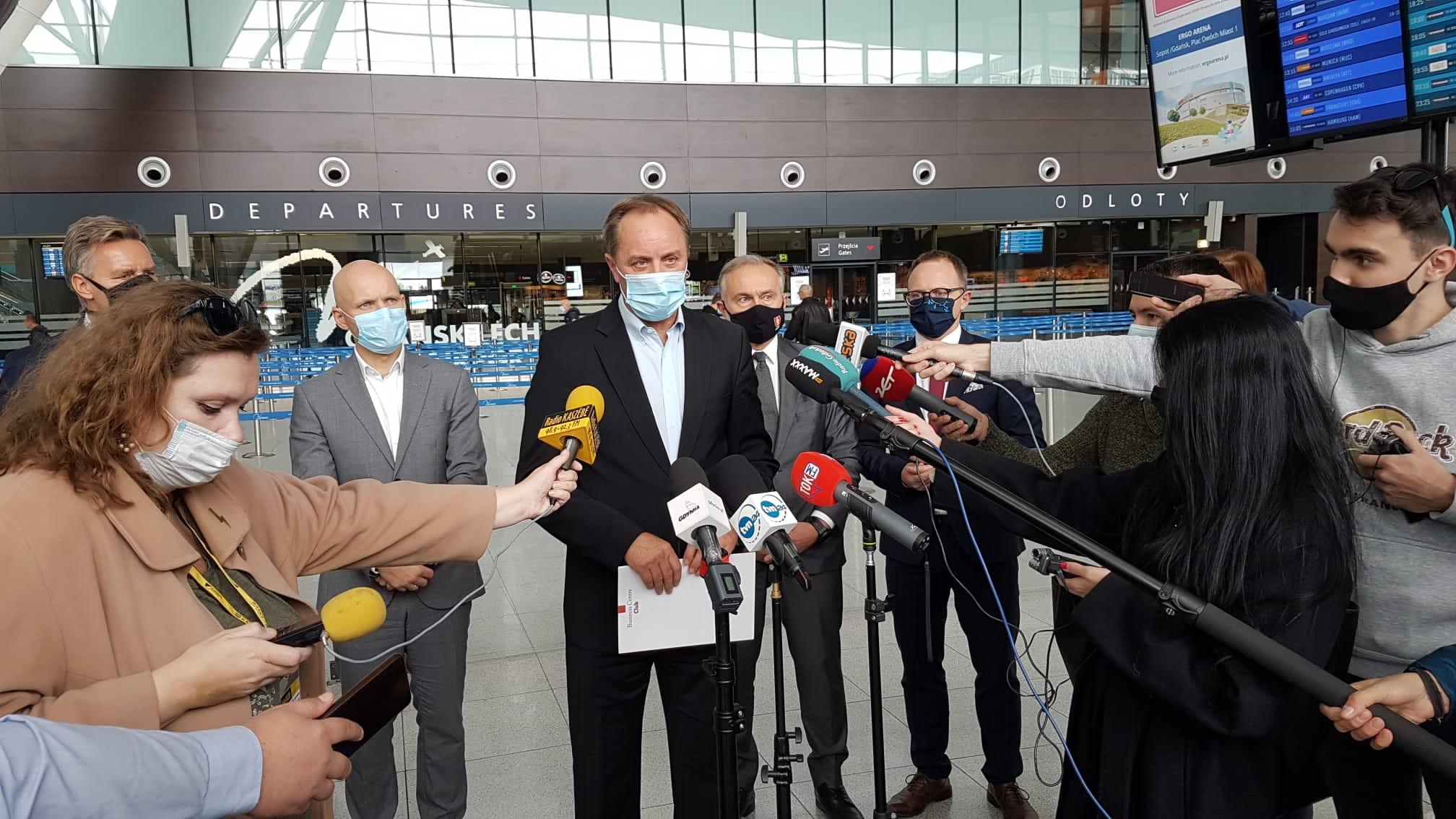 """Pomorscy samorządowcy przeciw podwyżce opłat na lotniskach. """"To niszczenie rynku lotniczego"""""""