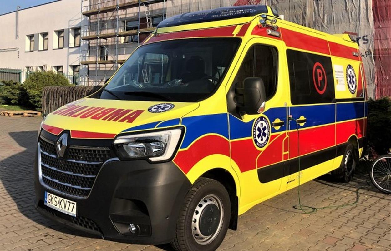Stara Kiszewa. Nowy ambulans dla pacjentów powiatu kościerskiego został kupiony dzięki środkom UE